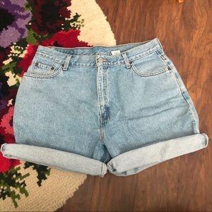 Vintage Levi's High Waisted Mom Jean Shorts